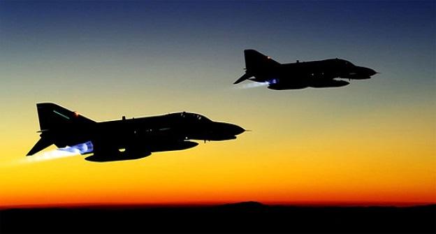 ABD'de eğitim uçuşu yapan F-16, bir deponun çatısına düştü