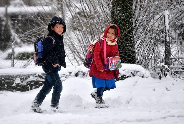 Yoğun kar yağışı nedeniyle bazı illerde okullar tatil edildi