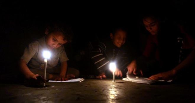 Siyonist Abbas Yönetiminin İsteği Doğrultusunda İsrail Gazze'nin Elektriğini Azaltıyor