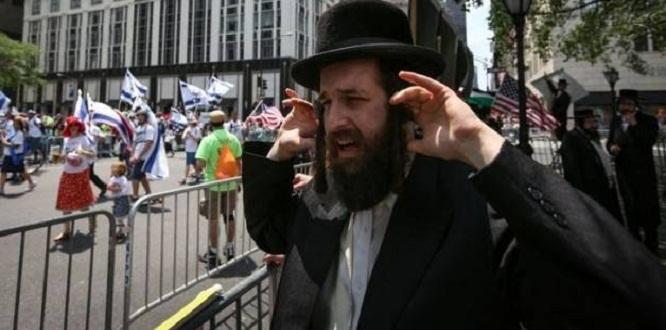 """Yahudi din adamı Eli Sadan: Eğitimli kadınların """"eksik"""" ve """"yarım"""" olduklarını söyledi"""