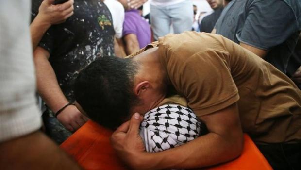 Katil israil güçleri Batı Şeria'da 1 Filistinliyi şehit etti