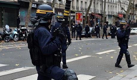 Fransa'da olağanüstü hale karşı protesto düzenlendi