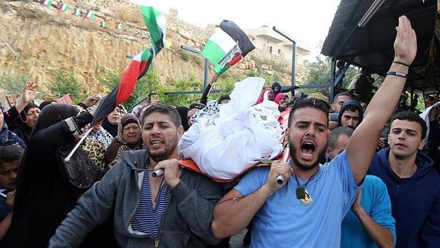 Cesetleri alıkoyulan 2 Filistinli kardeş defnedildi