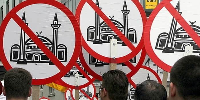 Hollanda ve Almanya'da camilere saldırı!