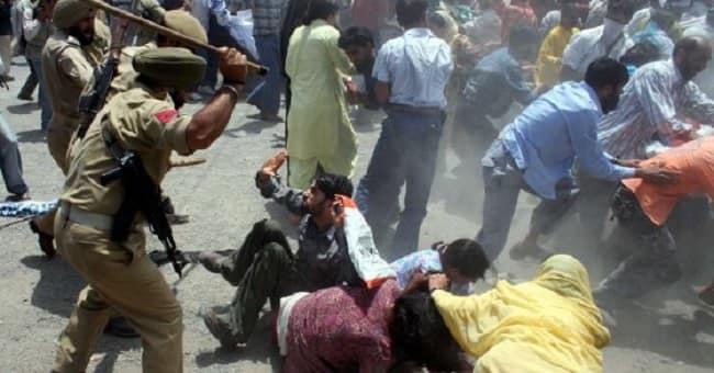 Hindistan Ordusu Keşmirli Müslümanların Bayram Namazını Kana Buladı
