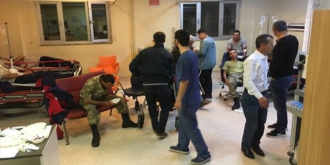 Manisa'da 21 asker gıda zehirlenmesi sebebiyle hastaneye kaldırıldı