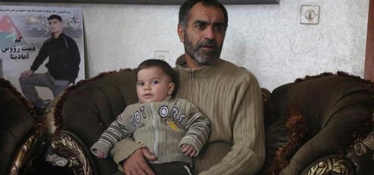 Siyonist İsrail şehit edilen Filistinlinin ailesinden tazminat istendi