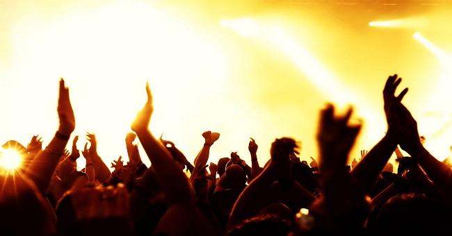 Mardin halkı tepkili: Vatandaşın, yetimin hakkı ahlaksız konserlere harcanıyor