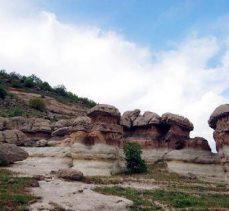 Bingöl'de görenleri büyüleyen 'külahlı taş' böyle fark edildi