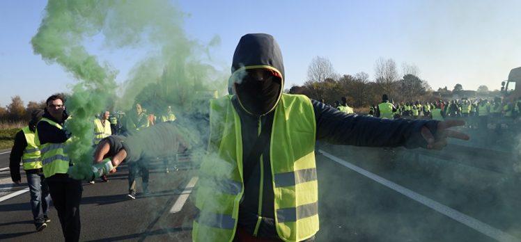 Fransa'da binlerce kişi akaryakıt zammı protesto etti: 1 ölü, 106 yaralı
