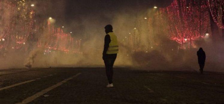 Paris sokakları karıştı! Sarı yelekliler eylemleri devam ediyor