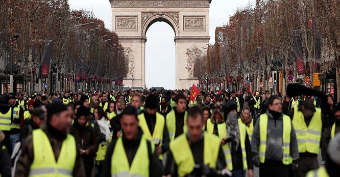 Paris'te 9. hafta: Polis Sarı Yelekler'e müdahale, 121 gözaltı