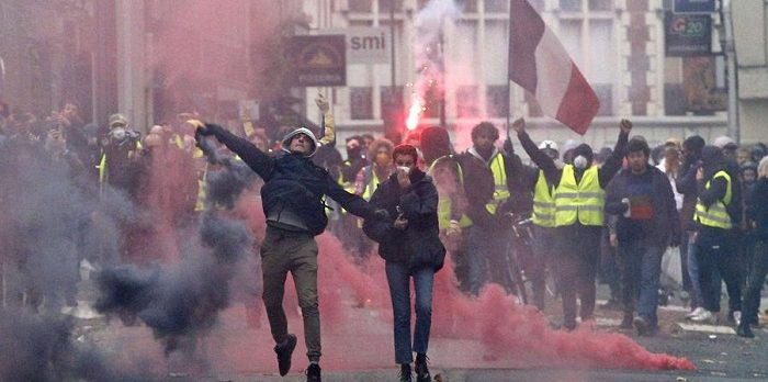 Sarı yelekliler gösterilerin 23'üncü haftasında yeniden sokaklara çıktı