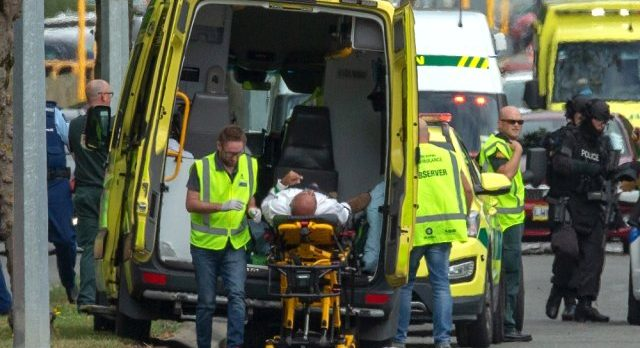 Yeni Zelanda'daki görgü tanıkları: Saldırganın elinden silahını almaya çalışan kahramanlar oldu