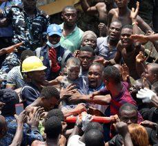 Nijerya'da 3 katlı bina çöktü: Çocukların da aralarında olduğu 100'den fazla insan mahsur